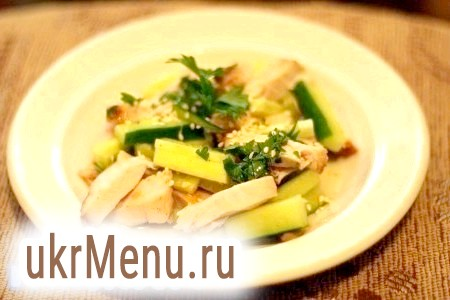 Салат з курячого філе з огірком