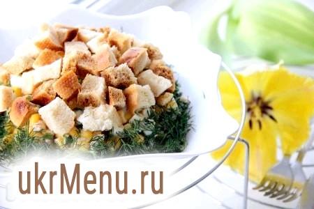 Салат з печінки тріски та кукурудзи