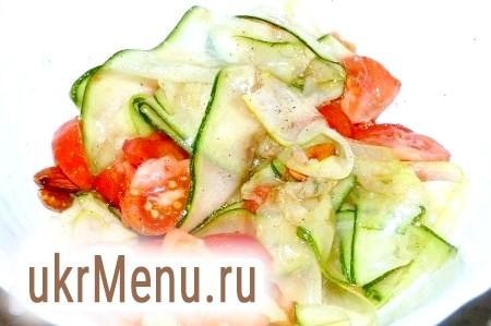 Салат із сирих кабачків з помідорами