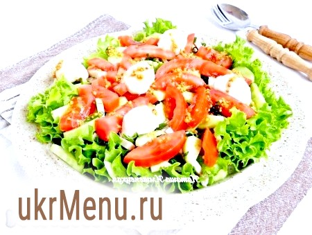 Салат із запеченої свинини, помідорів і огірків
