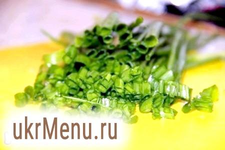 Фото - Нарізаємо дрібно зелену цибулю