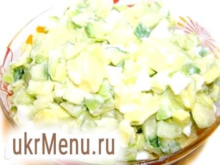 Салат з авокадо і огірком