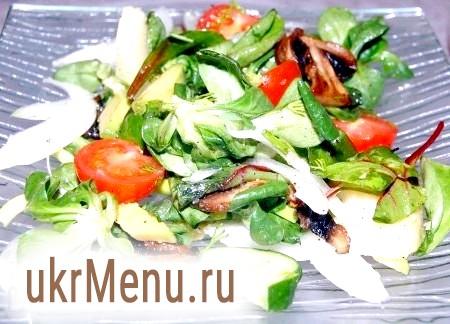 Салат з грибами і авокадо