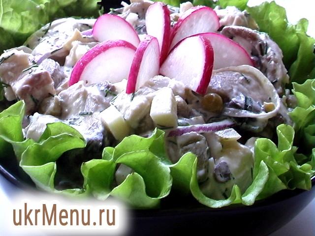 Салат з грибами і куркою рецепт з фото
