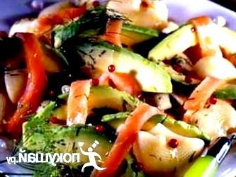 Салат з копченим лососем