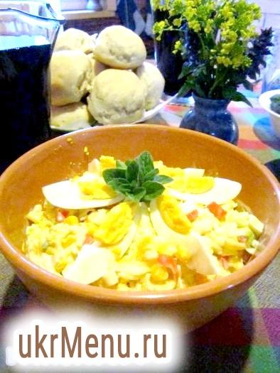 Салат з крабовими паличками, рисом і апельсином