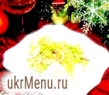 Салат з креветками, сухариками та яйцями