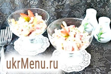 Салат з куркою і овочами