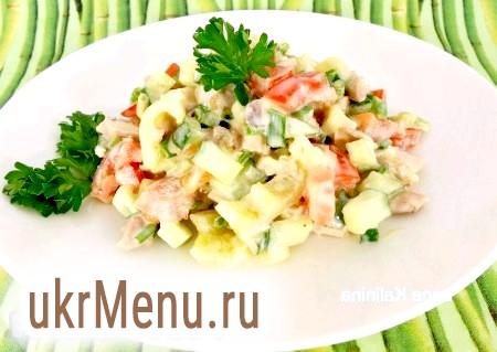Салат з куркою, перцем і помідорами