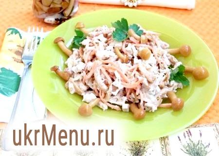 Салат з маринованими опеньками