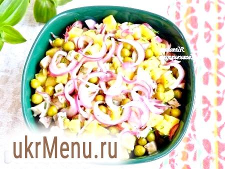 Салат з м'ясом і маринованою цибулею