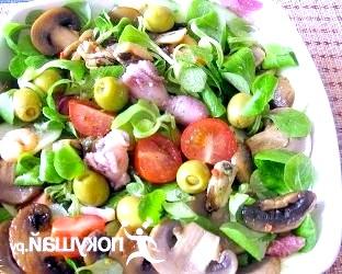 Салат з морепродуктами і печерицями