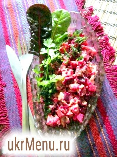 Салат з печінкою тріски і буряком