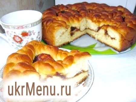 Здобний дріжджовий пиріг з повидлом