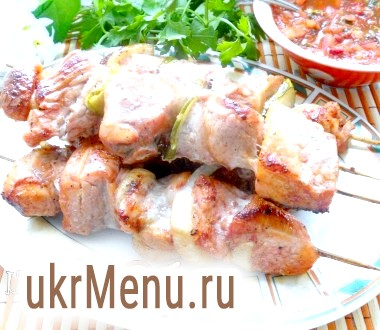 Шашлик зі свинини в томатному маринаді (в духовці)