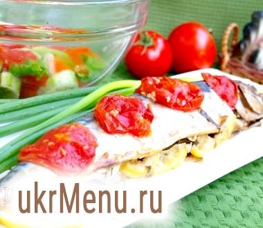 Скумбрія запечена з помідорами та зеленню
