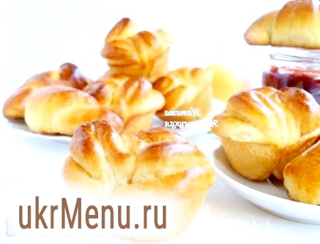 Солодкі булочки з дріжджового тіста