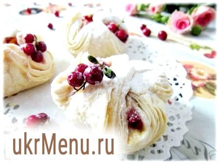 Листкові тістечка з бруснично-яблучною начинкою