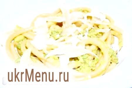 Спагетті з пармезаном і авокадо