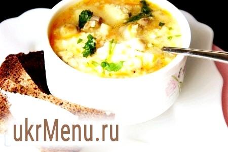 Фото - Коли картопля і пшоно будуть готові, додаємо в каструлю нашу зажарку з грибами. Варимо 5 хвилин, за 2 хвилини до закінчення приготування додаємо дрібно посічену зелень. Суп
