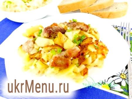 Свинина з картоплею на сковороді
