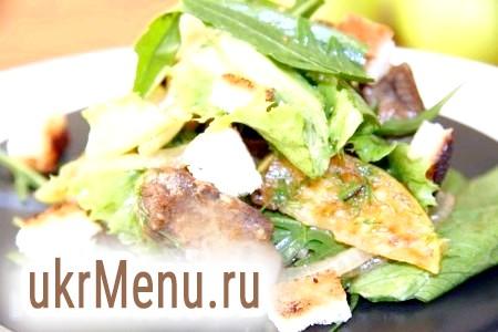 Теплий салат з курячої печінки з руколою