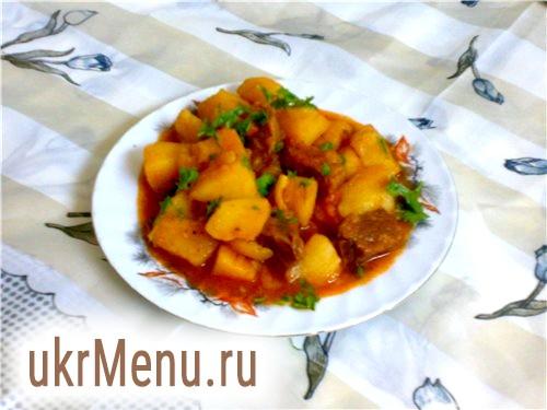 Тушкована картопля з м'ясом і грибами рецепт