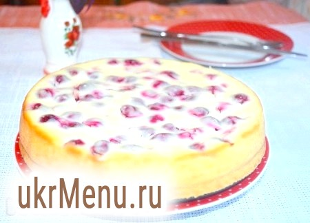 Сирний пиріг з вишнею
