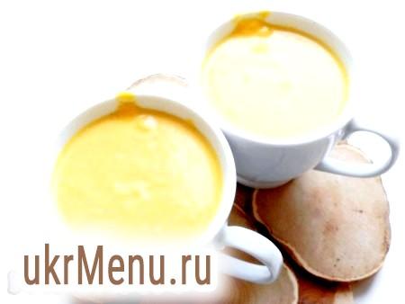 Фото - Готовий гарбузовий крем-суп розлити по чашках або тарілках і подавати в гарячому вигляді з часниковими сухариками.