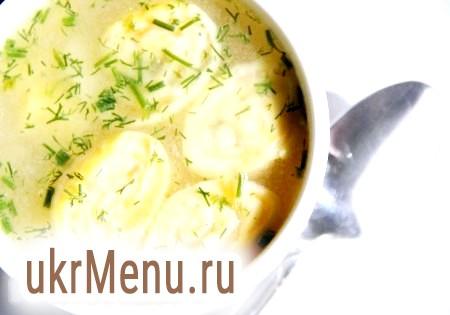 Смачний курячий суп з сирними рулетиками