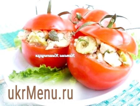 Смачний салат з печінки тріски в помідорах
