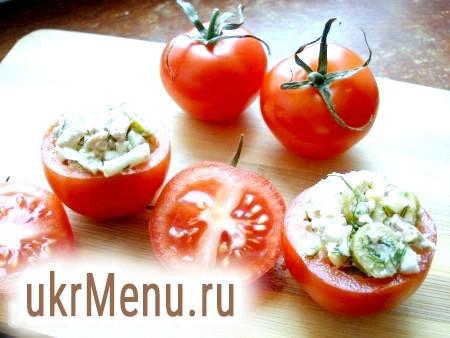Фото - Заповнити помідори смачним салатом з печінки тріски.