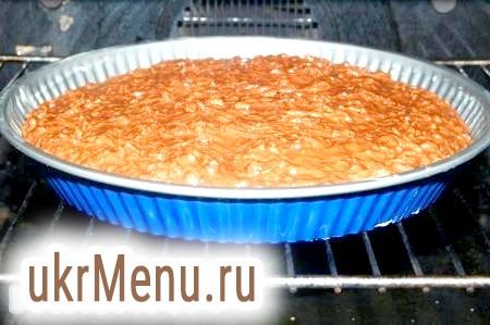 Фото - Форму з тістом відправити в заздалегідь нагріту до 180 градусів духовку на 30-40 хвилин, готовність перевіряти лучиною.