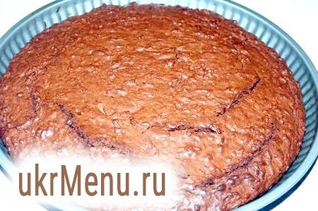 Фото - Через 30 хвилин наш смачний шоколадний торт готовий. Важливо не перетримати торт в духовці, щоб він всередині не виявився пересушеним, а залишався злегка вологим, як і належить шоколадному торту.