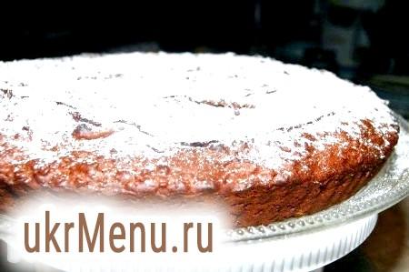 Фото - У мене форма була невисокою і великий у діаметрі (28 см), тому моєму шоколадному торту вистачило 30 хвилин для випічки. Якщо ваша форма буде вище і менше в діаметрі, то слід тримати торт в духовці довше. У кожному разі, обов'язково перевіряйте готовність дерев'яною лучиною або зубочисткою.