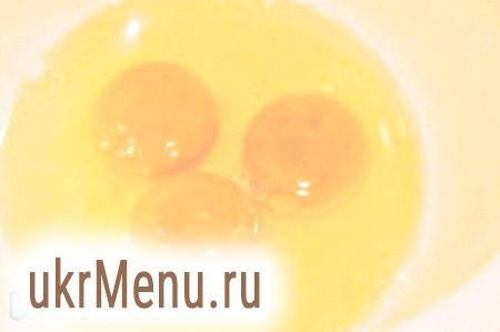 Фото - Збити яйця до густої піни.