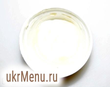 Фото - Кокотницу (формочку) змащуємо зсередини вершковим маслом.