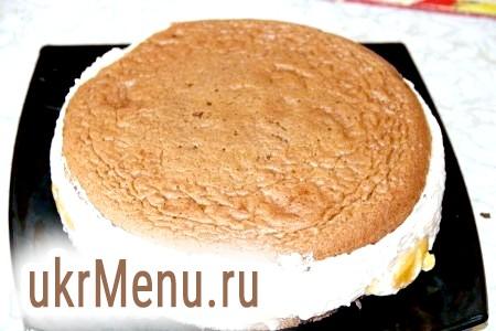 Фото - У борошно додаємо сіль і рослинне масло.