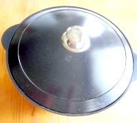 Фото - Крок №6 - Накрити казан кришкою, поставити в духовку і випікати протягом 15 хвилин. Потім зменшити температуру до 220 градусів і випікати хліб ще 40 хвилин.