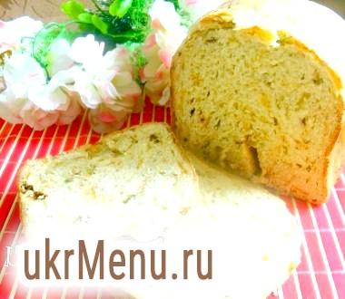 Хліб з черемшею, сиром і сушеними помідорами