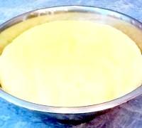 Фото - Крок №4 - Викласти колобок тесту в змащену маслом миску, накрити серветкою і поставити в тепле місце на 2-3 часа.За цей час двічі тісто обмять.