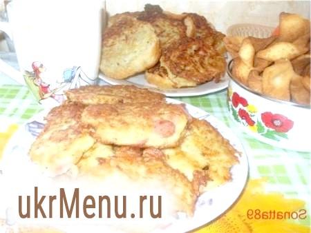 Оладки з картоплі, сиру, ковбаси
