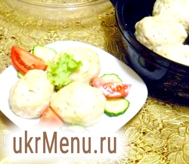 Парові тефтелі з курятини з пекінською капустою