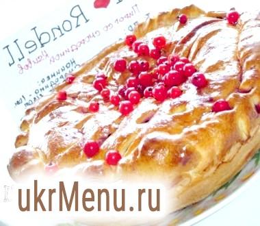 Пиріг і пиріжки зі смородиною і шовковицею