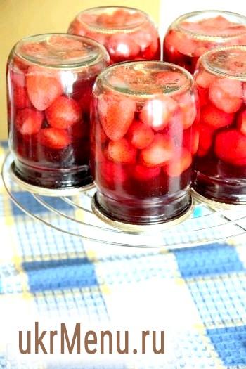 Рецепт компоту з полуниці