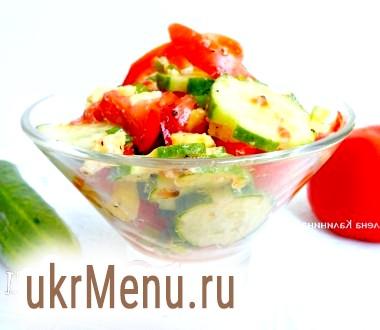 Салат з огірків і помідорів з домашнім козячим сиром