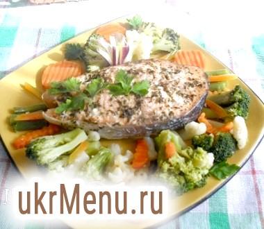 Стейк із сьомги з прованськими травами і овочами