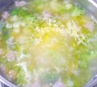 Фото - Крок №4 - Додаємо пасеровані овочі. Доводимо до кіпенія.Добавляем тертий на середній тертці плавлений сирок.