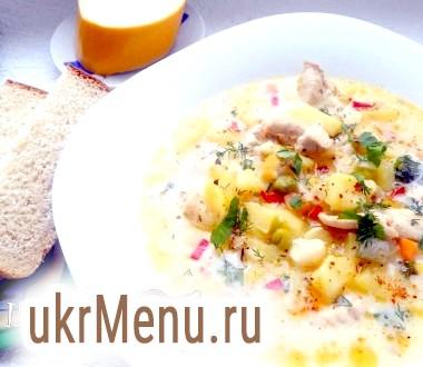 Суп з куркою, овочами і плавленим сиром
