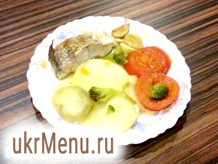 Тріска, запечена в духовці з овочами
